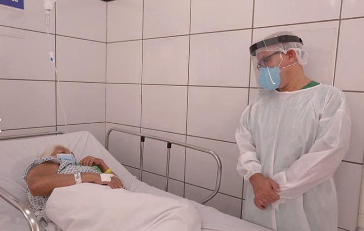 Firmino Filho visitou pacientes infectados com covid-19 em Teresina