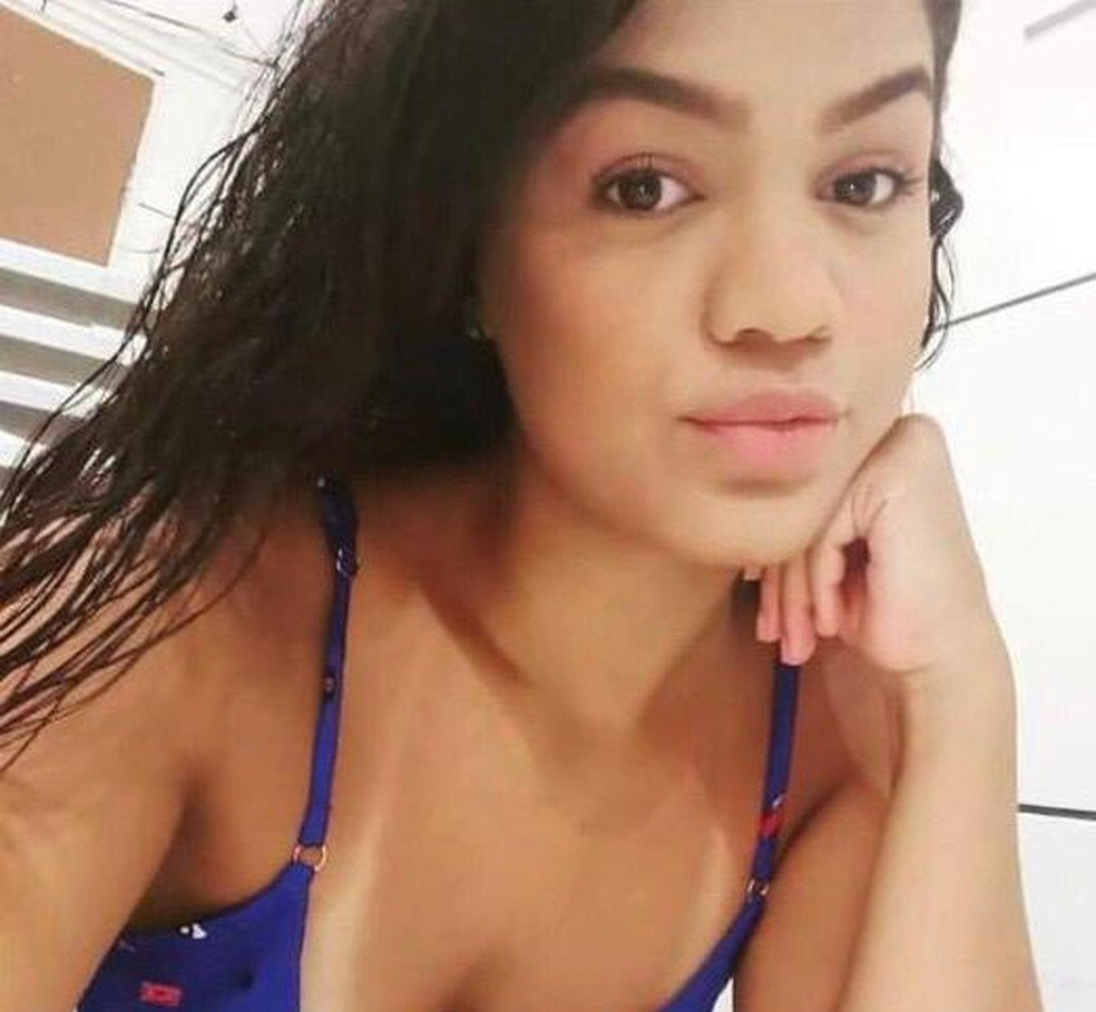 Jovem foi encontrada morta com parte do corpo carbonizado - Foto: redes sociais