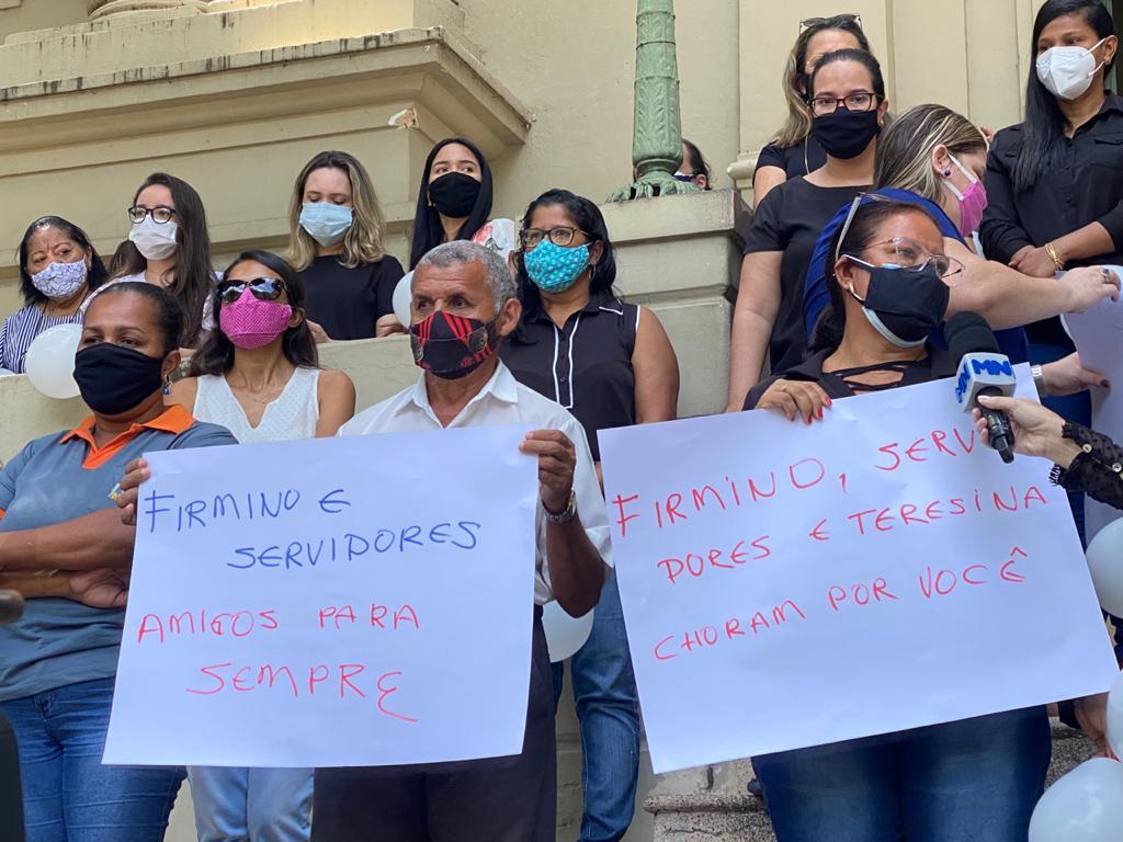 Servidores da Prefeitura de Teresina prestam últimas homenagens para Firmino Filho - Foto: Raíssa Morais