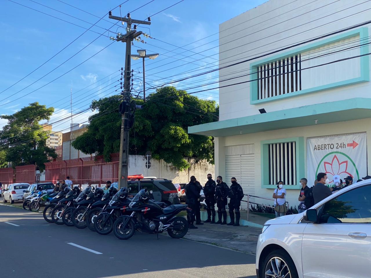 Velório do ex-prefeito Firmino Filho acontece na Funerária Lótus de forma privada para evitar aglomerações - Foto: Raíssa Morais
