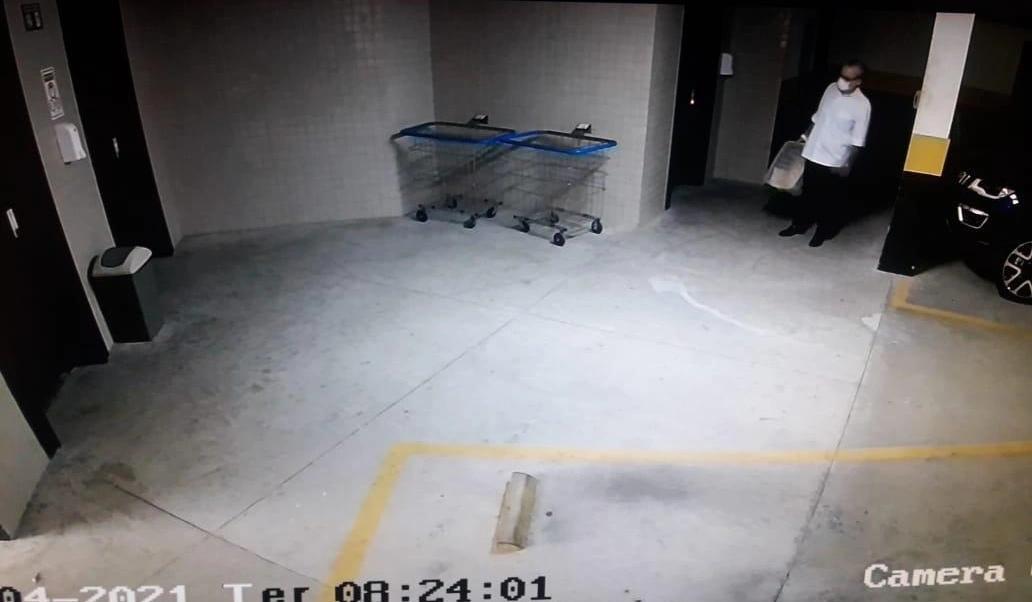 Imagens mostram momento em que Firmino Filho chega ao edifício Mahattan - Foto: Reprodução