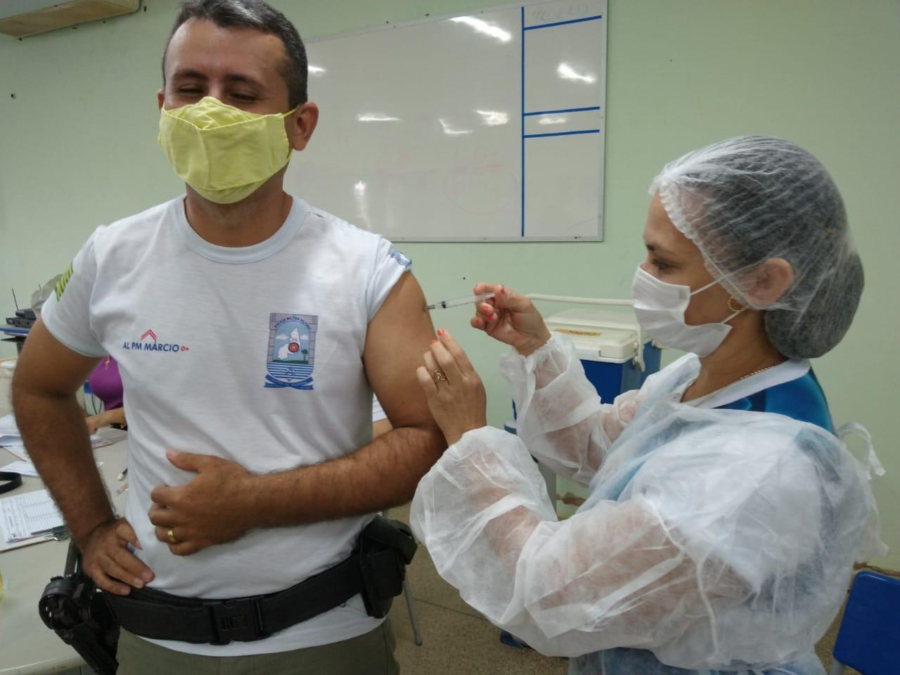 Vacinação de profissionais da segurança segue em Teresina (Foto: Ccom)
