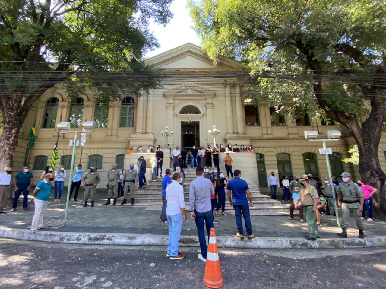 Preparação na Prefeitura de Teresina para as últimas homenagens para Firmino Filho - Foto: Raíssa Morais