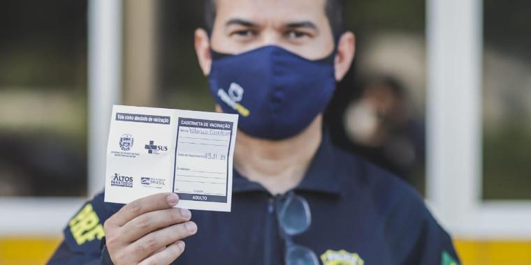 Policiais rodoviários são vacinados contra a Covid-19