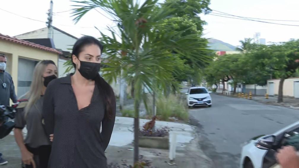 Casal foi conduzido pela Polícia do Rio (Foto: Reprodução)