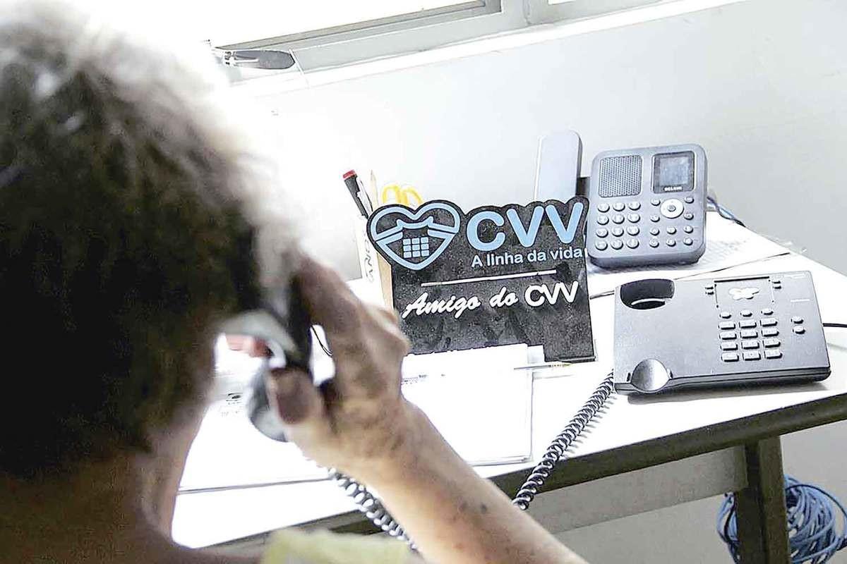 Trabalho realizado pelo CVV ajuda pessoas em situação de crise