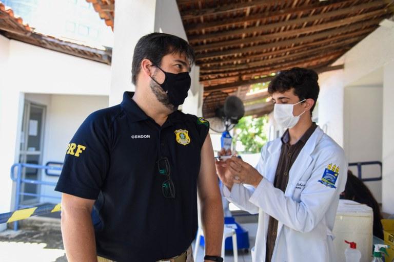 Policiais rodoviários são vacinados no Piauí (Foto: Divulgação/ PRF)