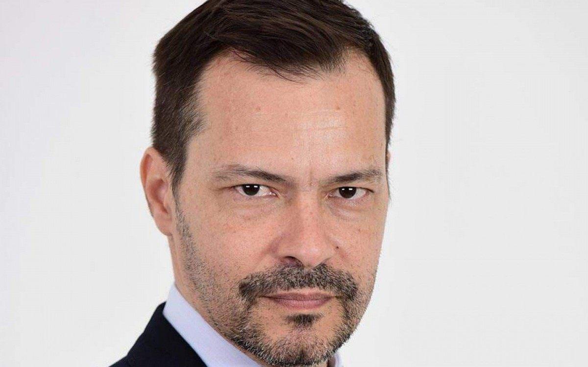 Heitor Martinez, que já foi contratado pelo Globo e hoje está na Record segue internado na UTI com covid-19