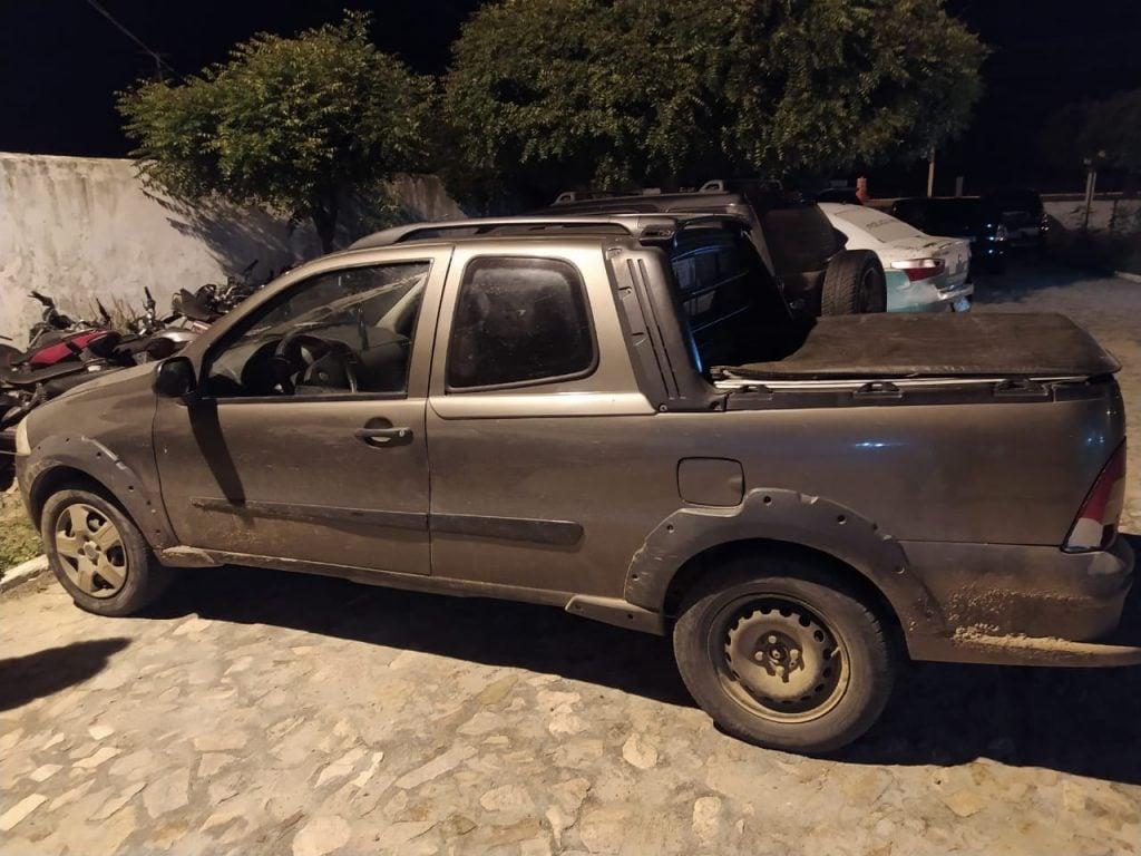 Veículo usado para transportar os aniamis furtados foi apreendido pela Polícia. (Foto: Reprodução WhatsApp)