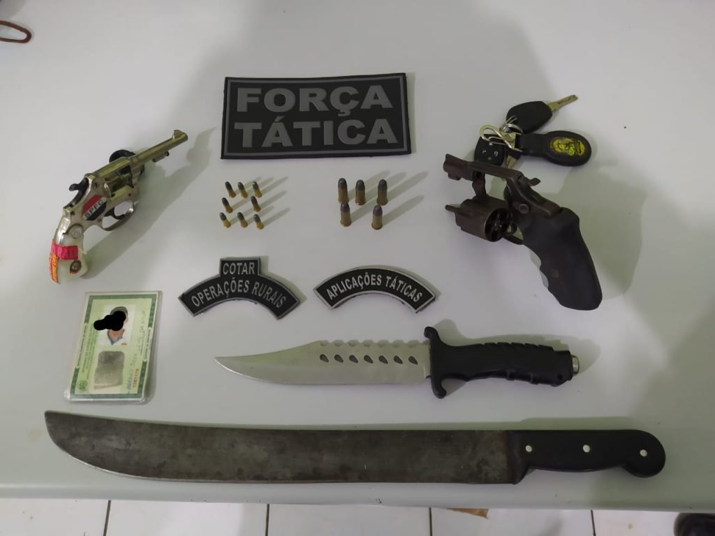 Armas e munições apreendidas com o trio. (Foto: Reprodução WhatsApp)