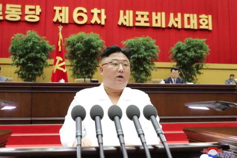 Kim Jong-un durante uma conferência - Foto: EPA / Ansa - Brasil