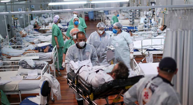 Pacientes com Covid-19 em leitos de hospital - AMANDA PEROBELLI/REUTERS - 07.04.2021