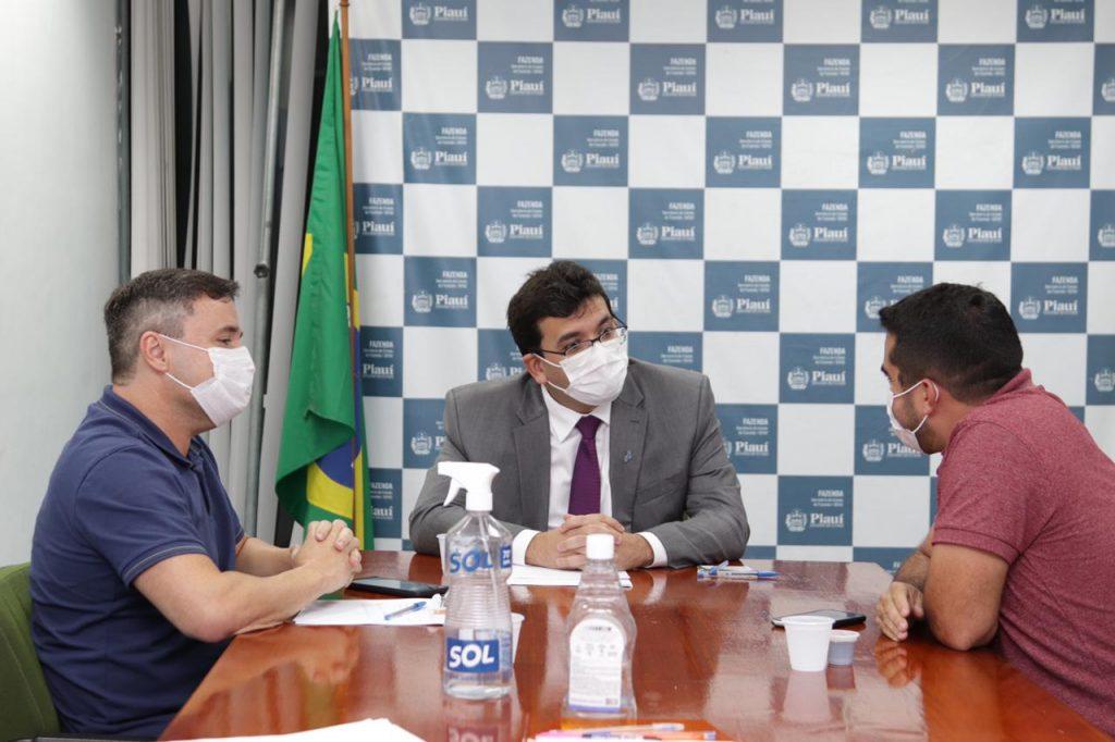 Bruno Vilarinho com os secretários Rafael Fonteles e Fábio Novo