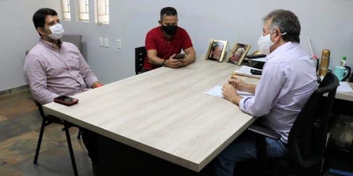 Merlong Solano destina R$ 800 mil em emenda para Hugo Napoleão