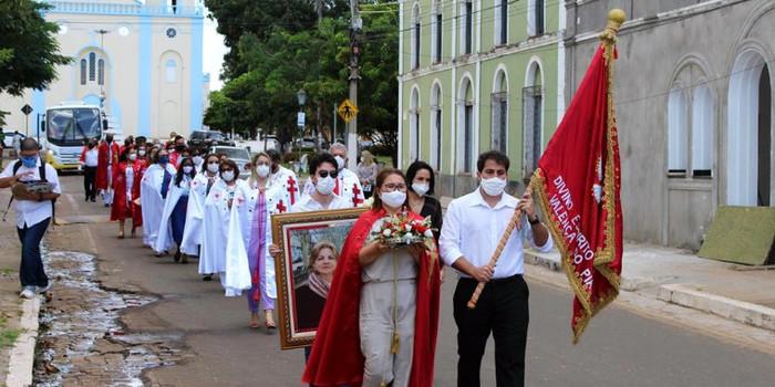 Missa de um mês da morte de dona Auxiliadora Veloso é realizada