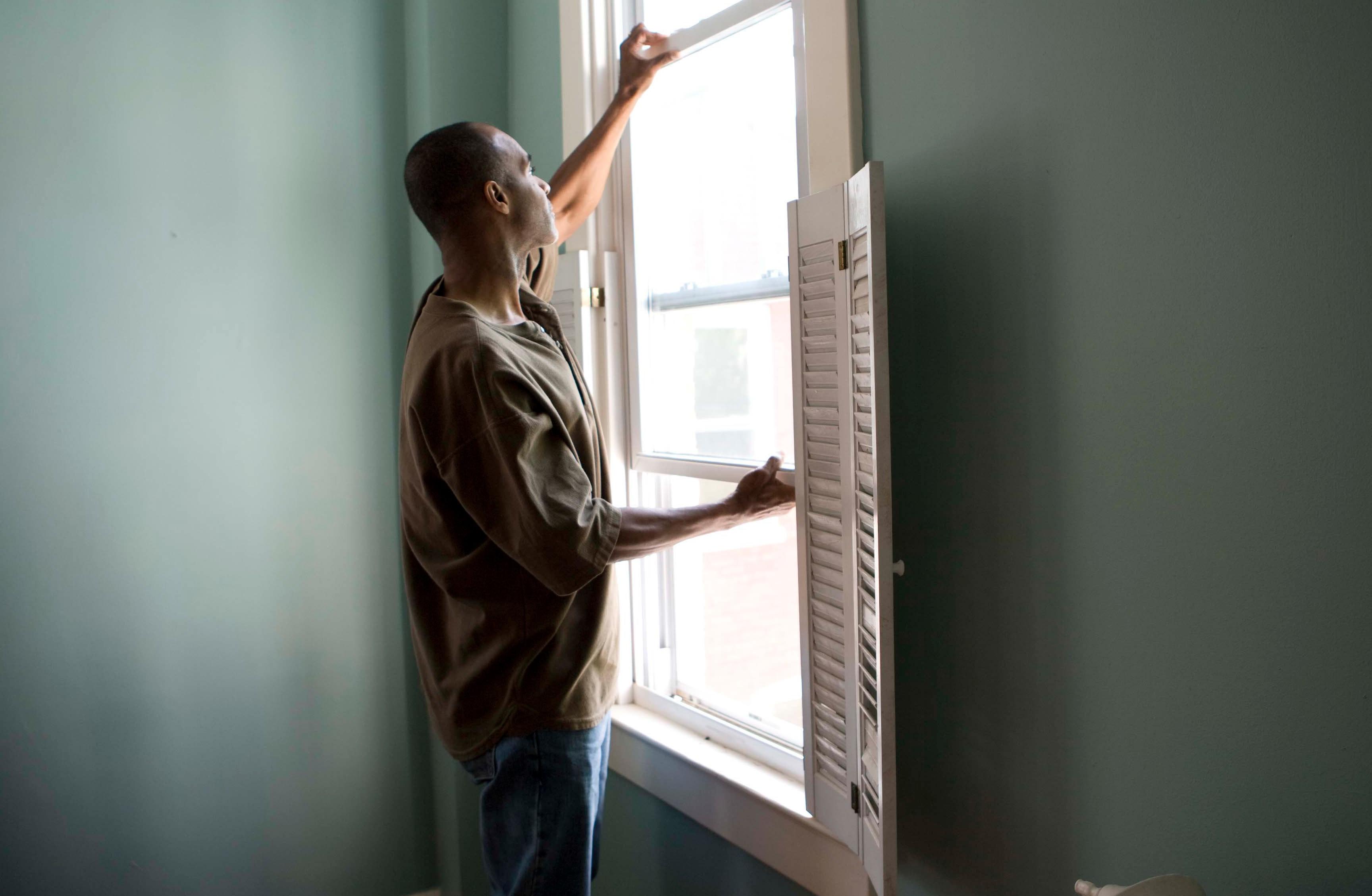 Ventilar os ambientes é muito importante para evitar o risco de transmissão aérea