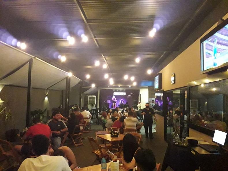 Aglomeração em bar - Foto: Divulgação/ Vigilância Sanitária