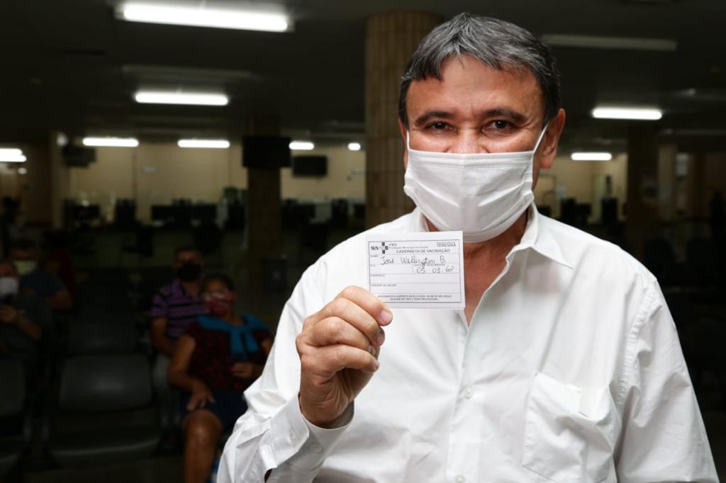 """""""Saio daqui cheio de esperança para ir em busca de mais vacinas para os brasileiros"""" (Foto: Ccom)"""