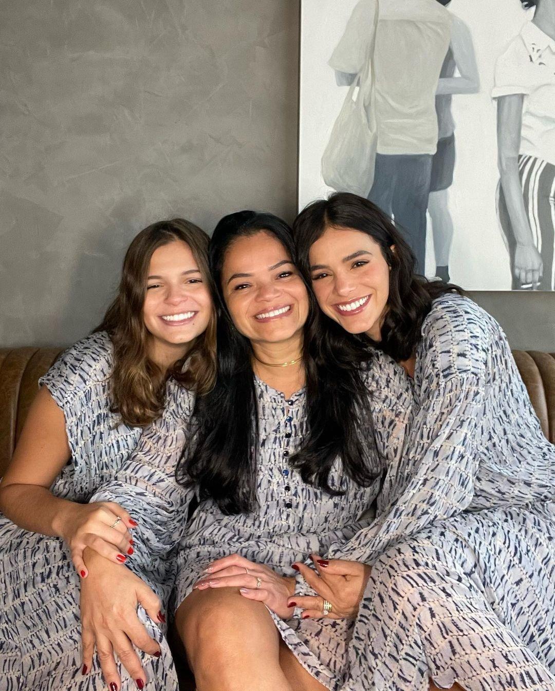 Bruna Marquezine e a mãe e a irmã