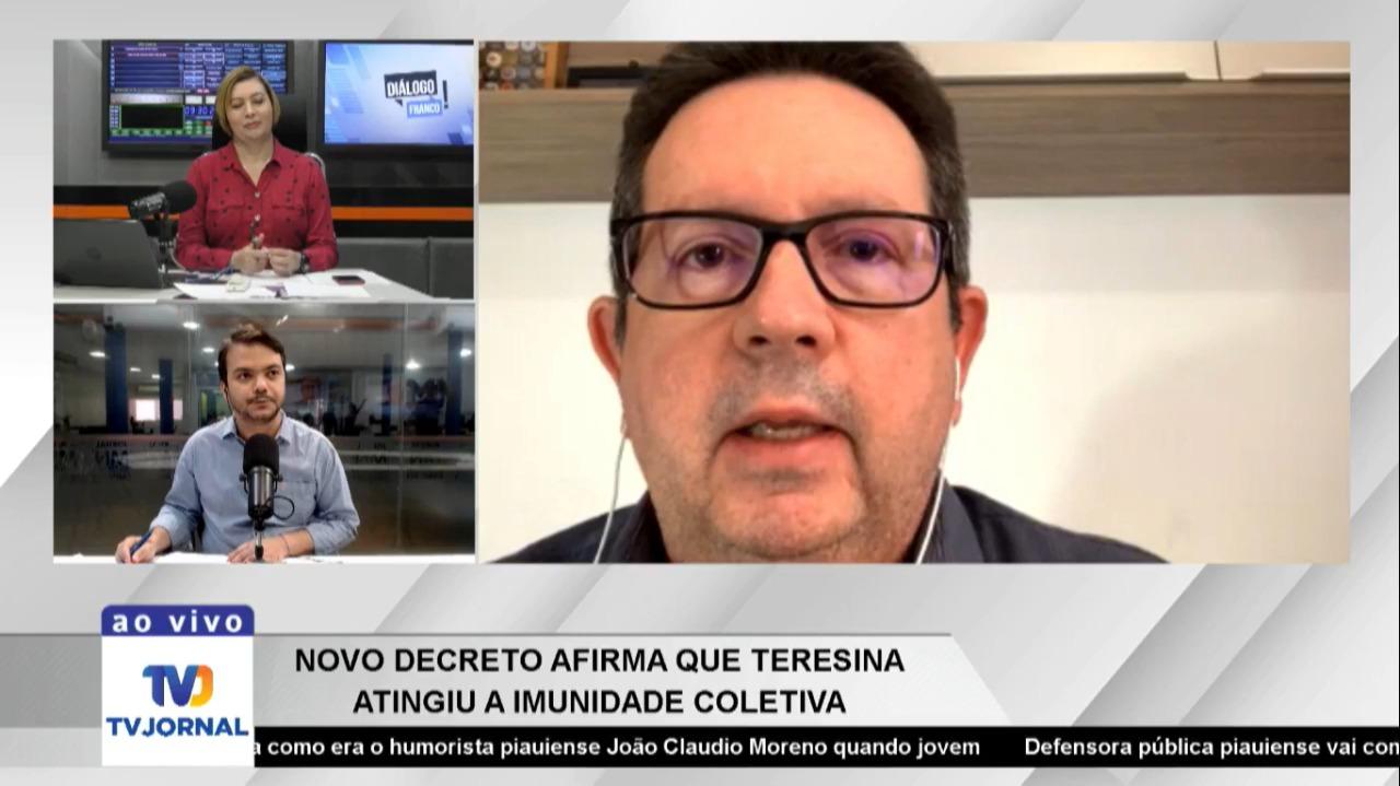 infectologista dando entrevista ao programa Diálogo Franco, da Tv Jornal