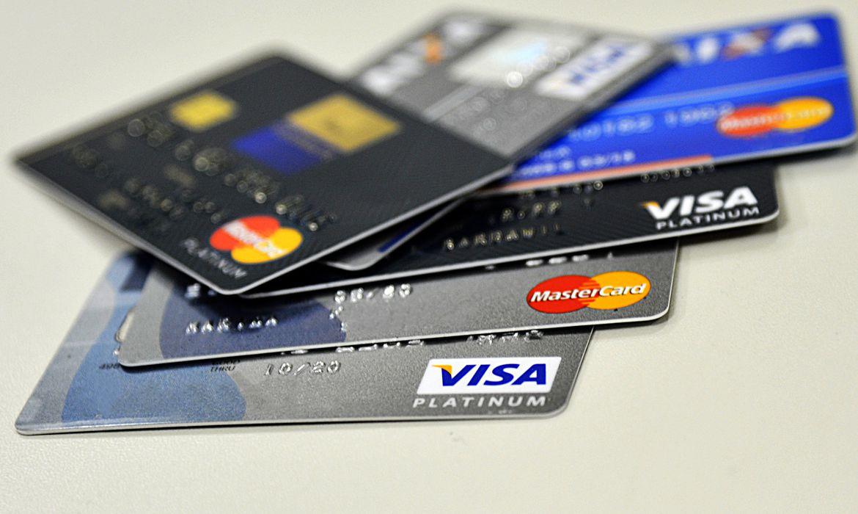 Os cartões de crédito responderam por R$ 335,9 bilhões desse volume, registrando um crescimento de 12,8% no período