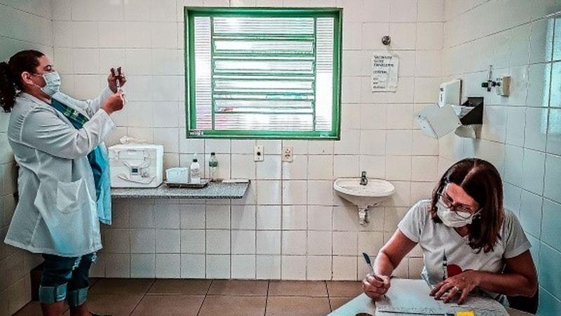 Se você foi vítima de troca de vacinas, volte ao posto de saúde para pedir orientaçãoes (Foto: Getty Images)