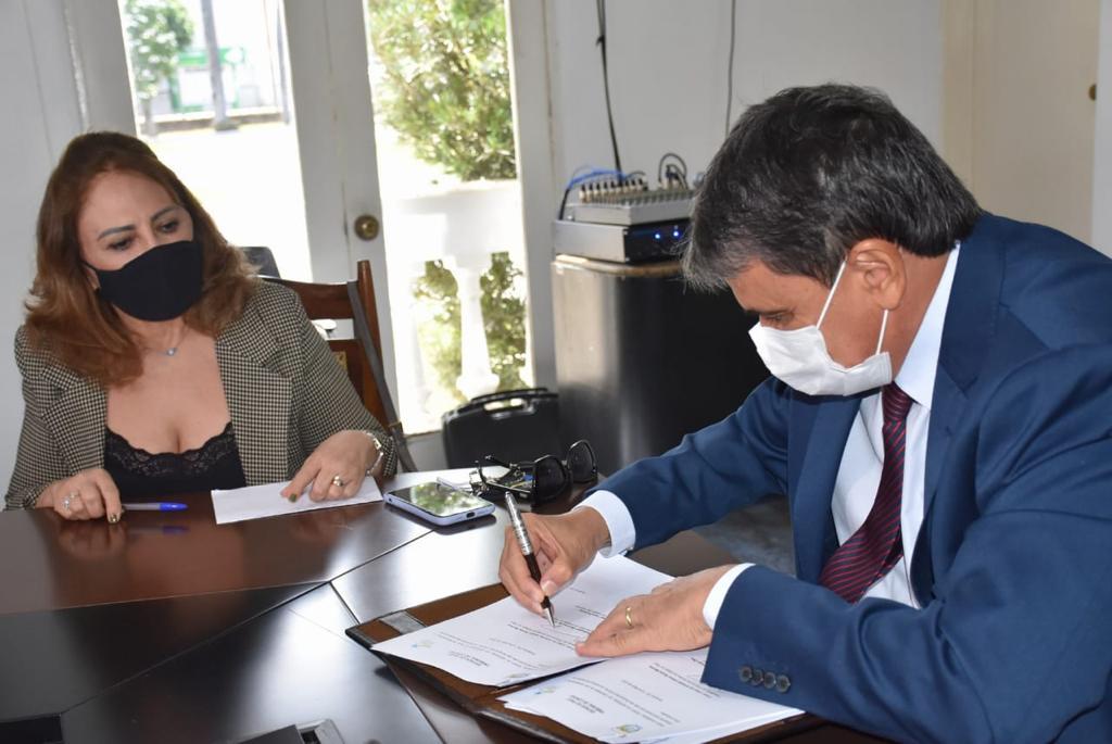 Conselheira Lilian Martins e o governador Wellington Dias (Foto: Ascom)