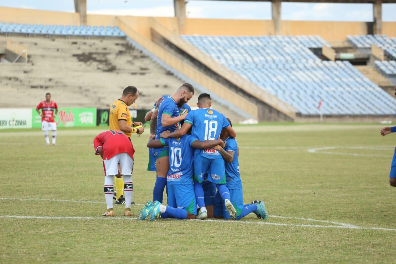Betinho, Manoel e Juninho Arcanjo fizeram os gols da equipe - Foto: Luis Junior/Altos