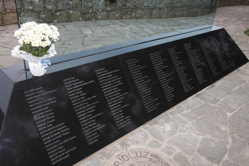 Memorial para vítimas do voo Air France 447 no Rio de Janeiro, em foto de junho de 2011 — Foto: Marcos Pint/AFP