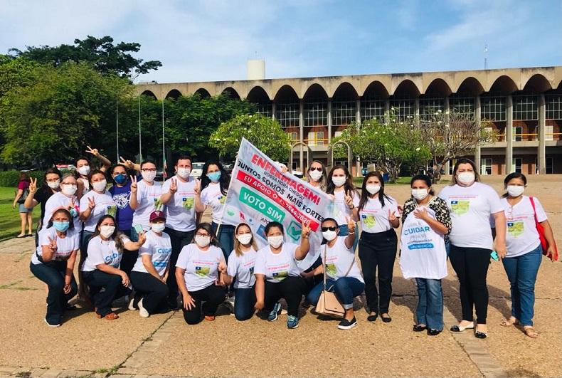 THE: Enfermeiros protestam e pedem aprovação do piso salarial - Imagem 2
