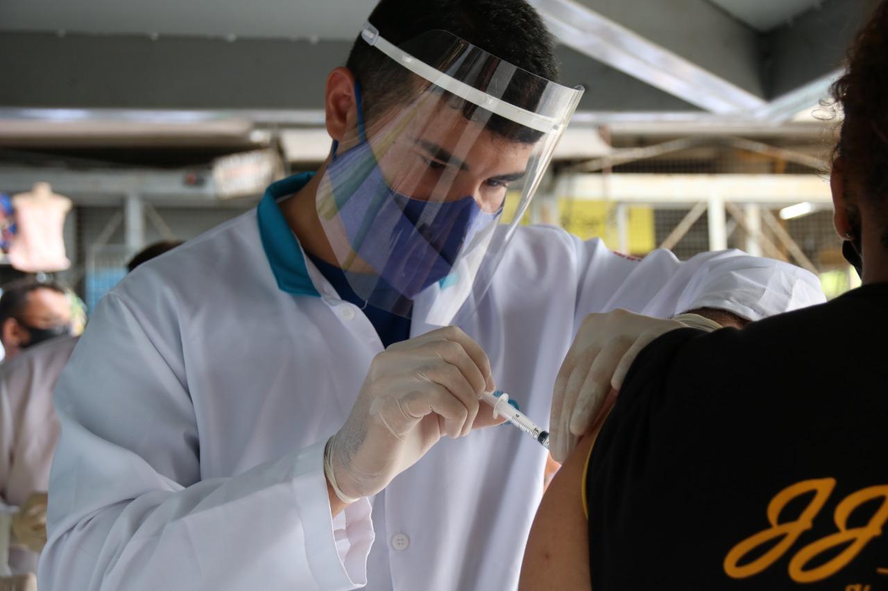Profissional já é regulamentado a aplicar injetáveis e outras vacinas.(Foto: Reprodução)