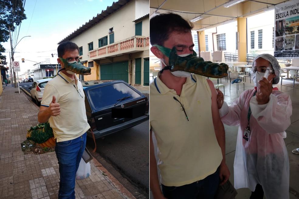 Daniel foi tomar vacina fantasiado de jacaré. (Foto: Arquivo Pessoal)