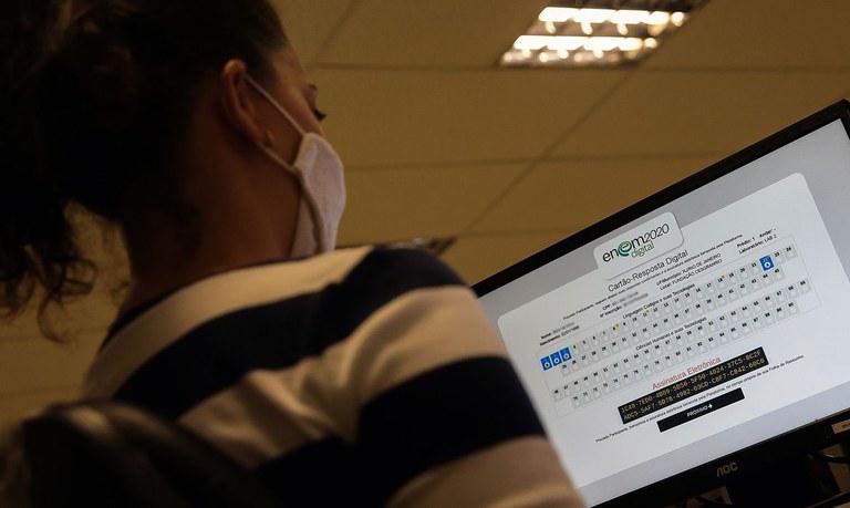 Quem obteve a isenção no Enem 2020 e não compareceu à prova deve justificar a ausência. (Agência Brasil)