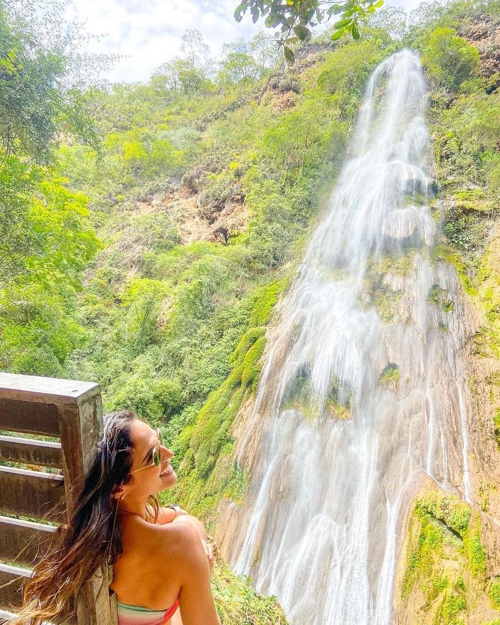 Talita Martins na Cachoeira Boca da Onça, em Bonito (MS).Foto: reprodução Instagram.