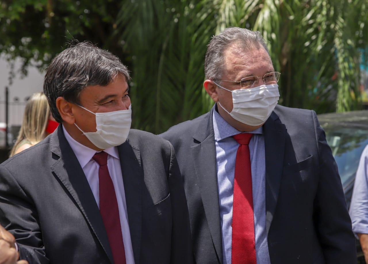 Governador Wellington Dias e secretário de Saúde Florentino Neto alinham vacinação para o Piauí ( foto: Sesapi)