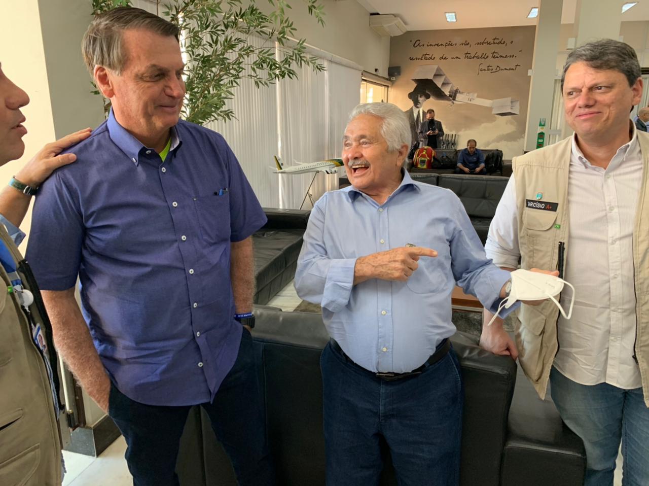 Elmano Férrer feliz da vida com Bolsonaro e Tarcísio de Freitas  - Imagem 1