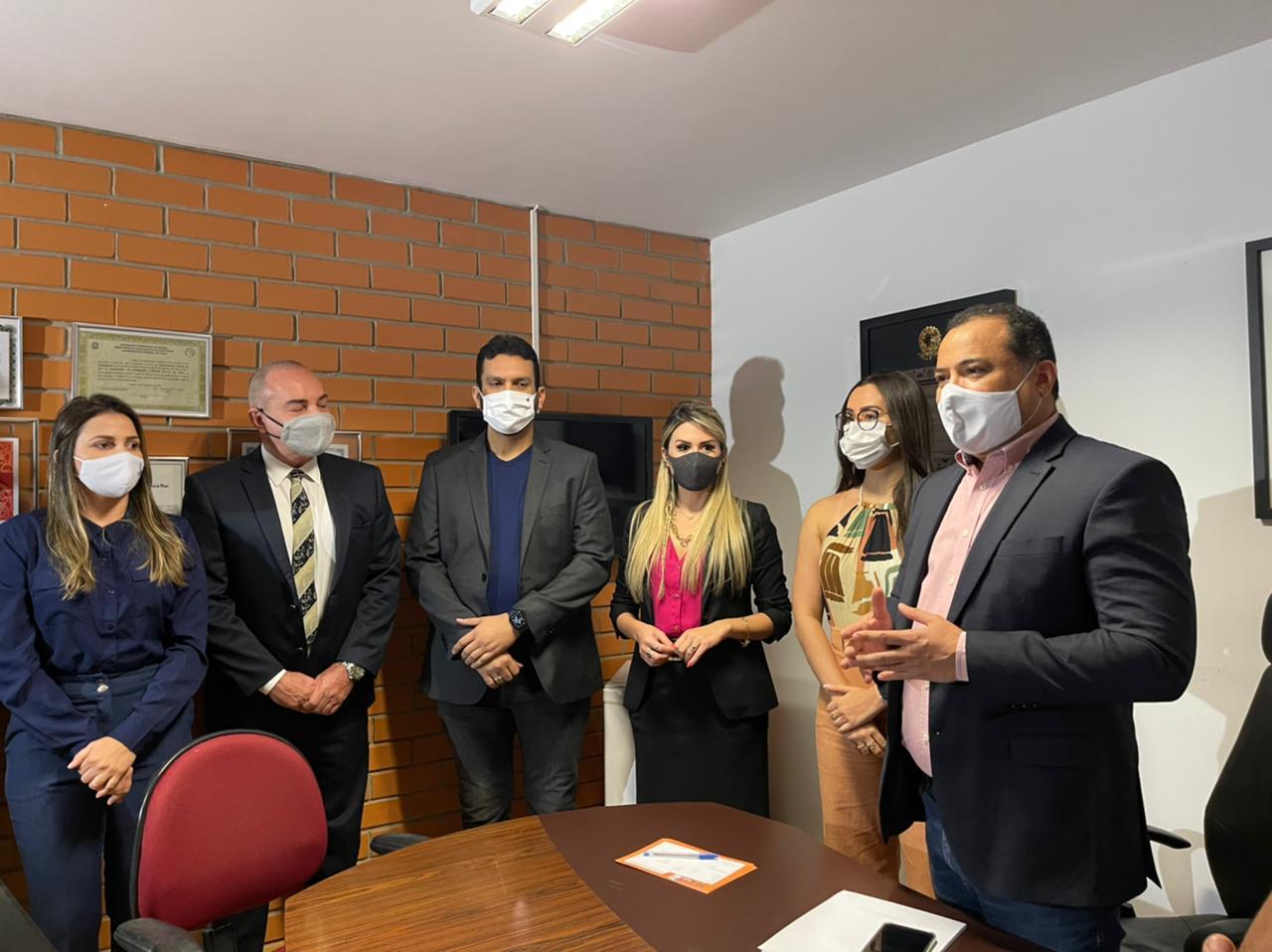 Evaldo filia Anamelka e Floro e alerta sobre pesquisas para 2022