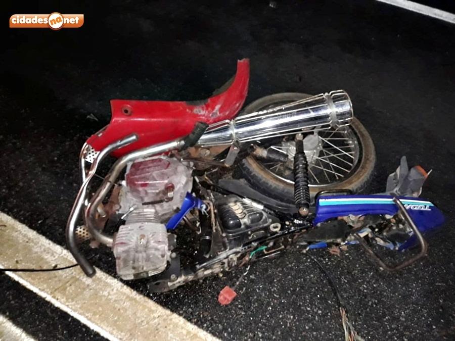 Moto ficou completamente destruída