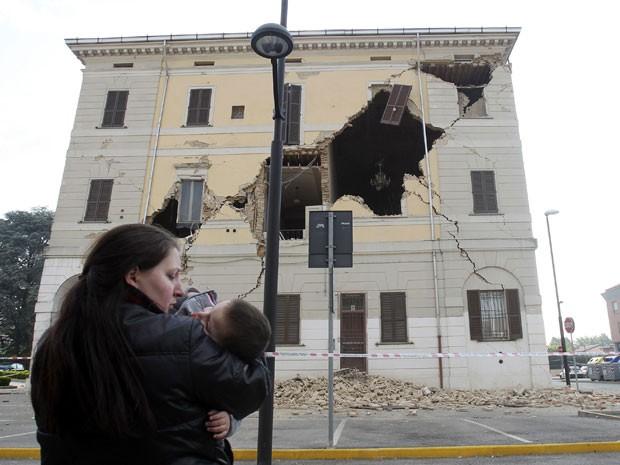 Prédio da Prefeitura de San Agostino ficou destrúido após tremores