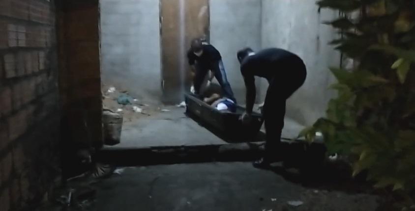 Jovem entrou em casa de desconhecido, foi perseguido e morto a tiros - Foto: Reprodução/Bom Dia