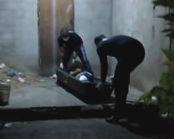 Jovem é morto e criminosos atiram em residências para intimidar moradores