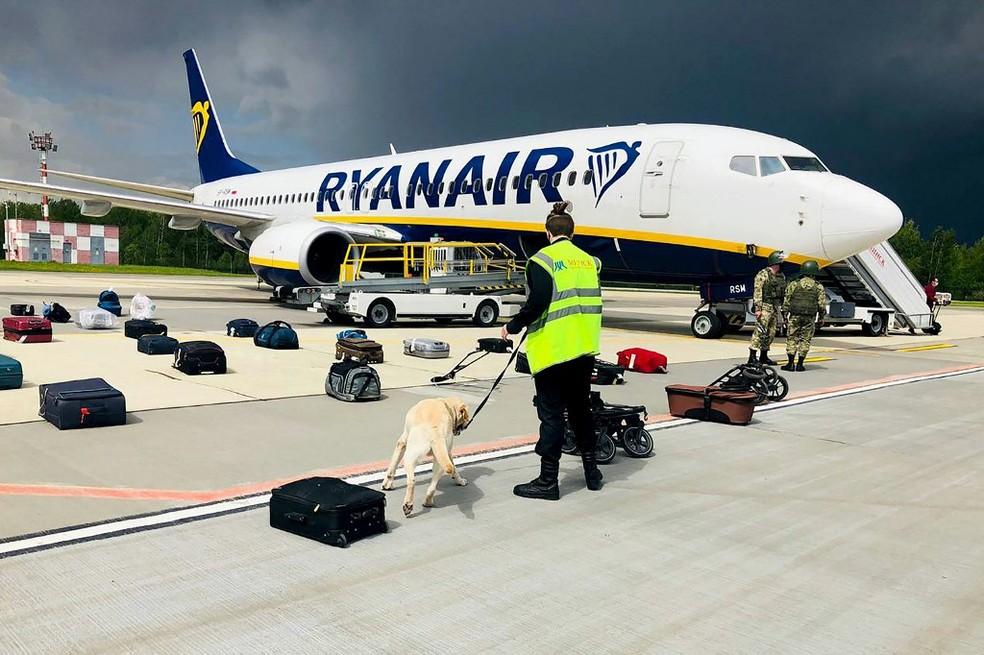 Avião da Ryanair que havia partido da Grécia com destino à Lituânia foi intereceptado por caças para prender jornaista- Foto: AFP