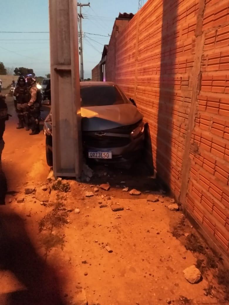 Veículo ficou completamente destruído (Foto: Reprodução/ WhatsApp)