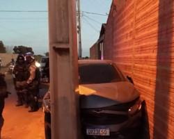 Dupla é presa após bater carro em poste em perseguição policial em Timon