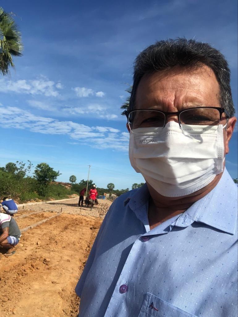 Prefeito Genival Bezerra, visita obras de pavimentação poliédrica - Imagem 4