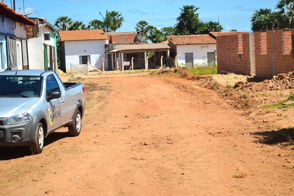 Prefeito Genival Bezerra, visita obras de pavimentação poliédrica - Imagem 10
