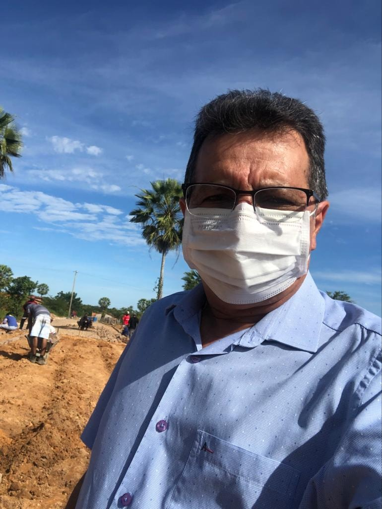 Prefeito Genival Bezerra, visita obras de pavimentação poliédrica - Imagem 1
