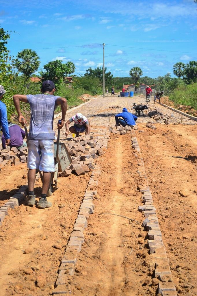 Prefeito Genival Bezerra, visita obras de pavimentação poliédrica - Imagem 6