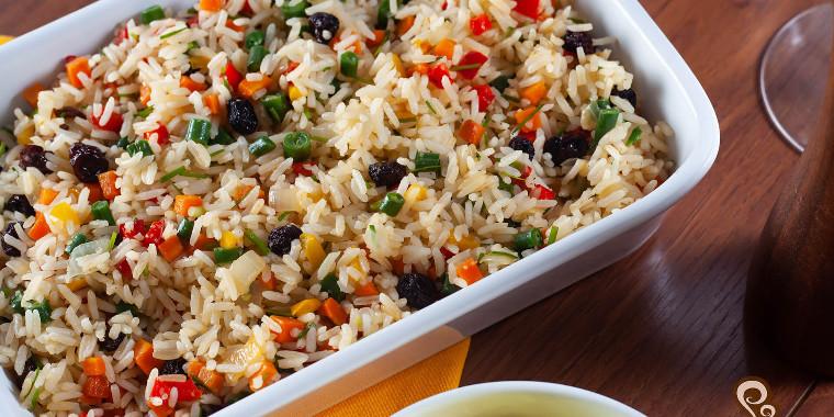 Essa receita de arroz a grega é simplesmente deliciosa