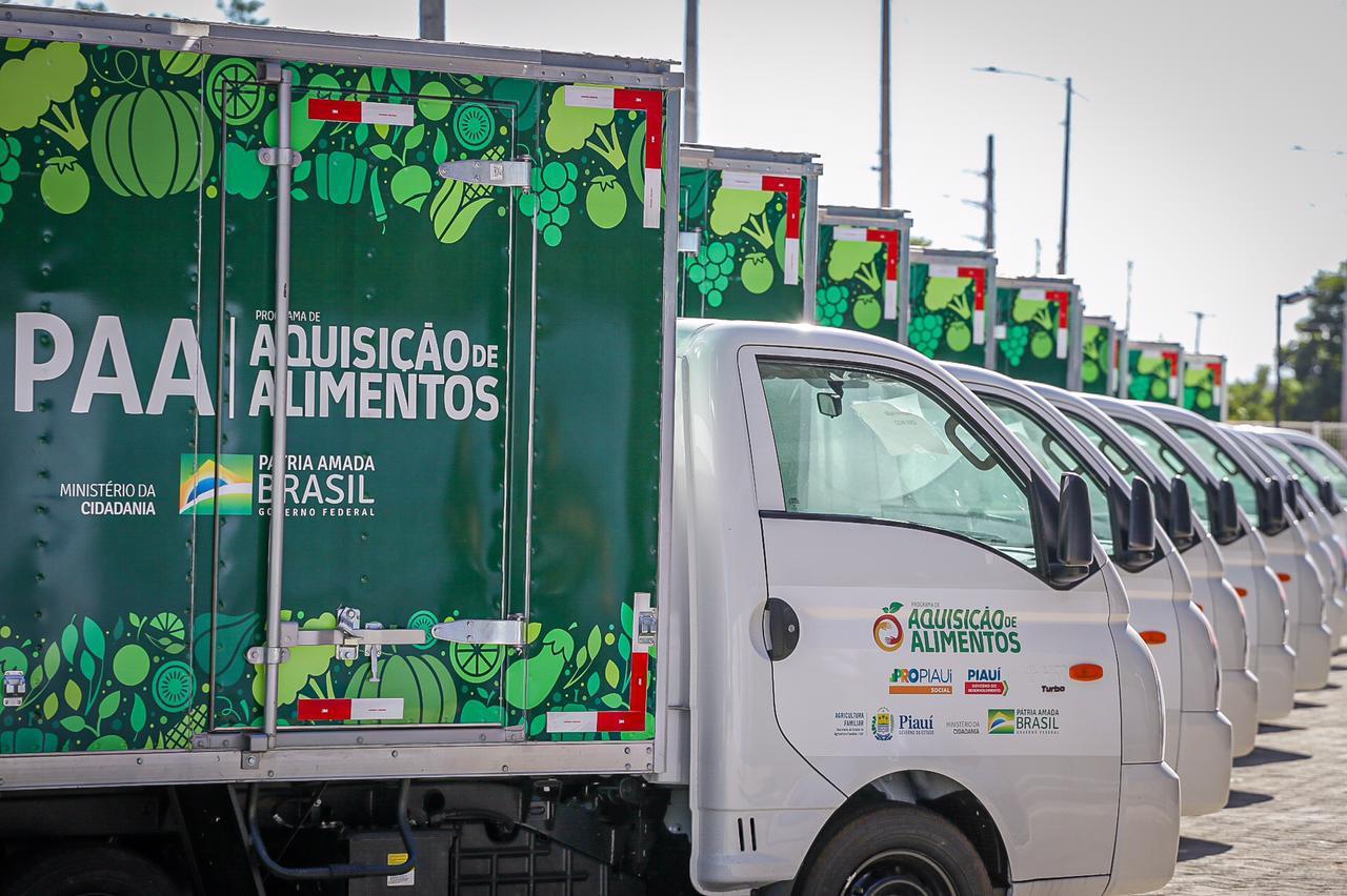 Ministério da Cidadania entrega veículos e cestas básicas em Teresina